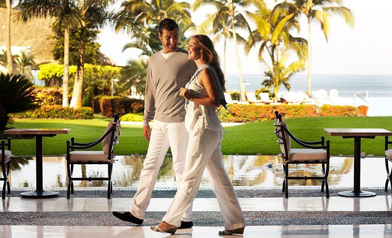 Grand Velas Riviera Nayarit - Pareja en el Lobby