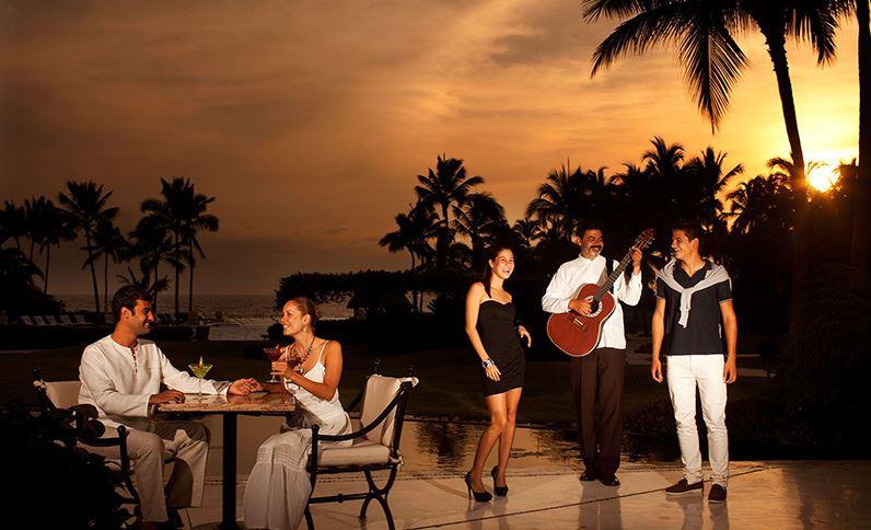 Grand Velas Riviera Nayarit - Amigos en la Terraza de Grand Velas Riviera Nayarit