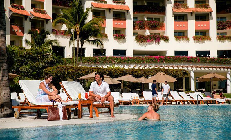 Grand Velas Riviera Nayarit - Piscina y Amigos