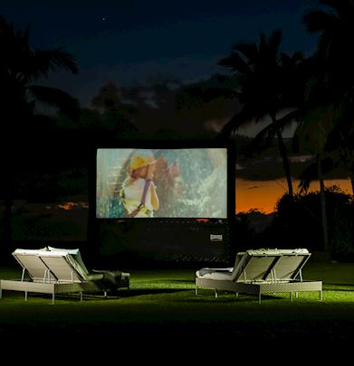 Crea maravillosos recuerdos en familia al disfrutar de una película en medio de la belleza natural de Riviera Nayarit.